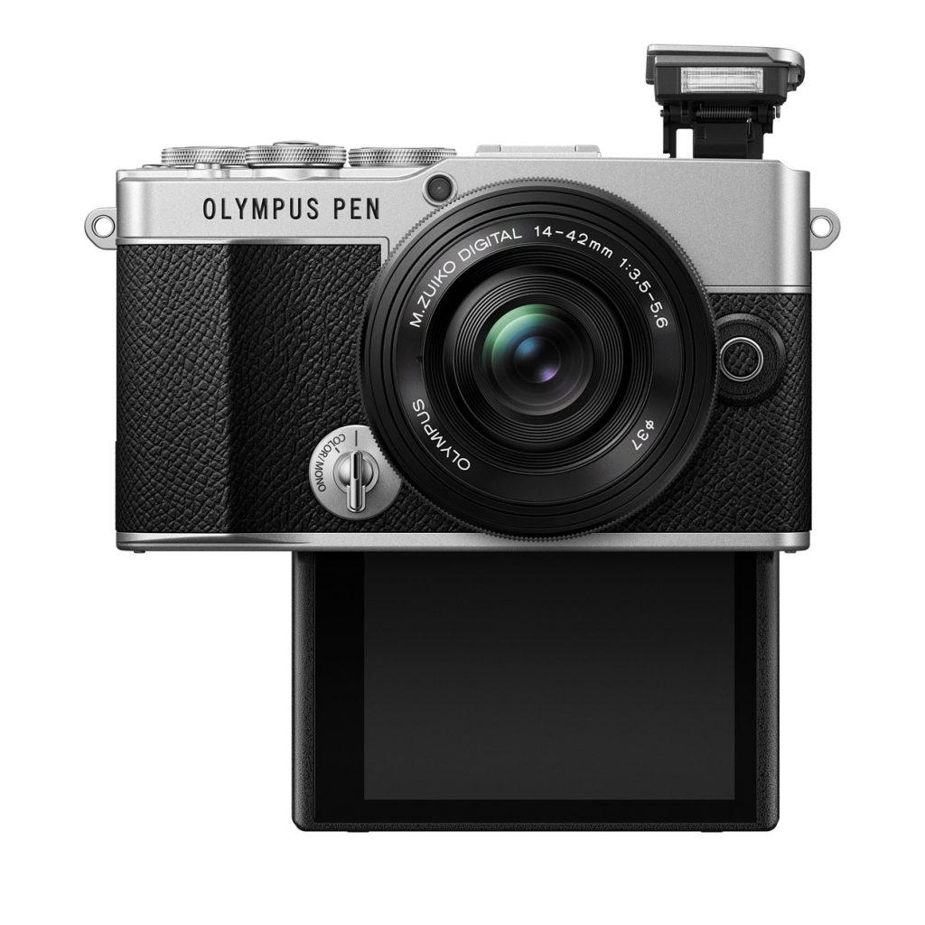 Olympus PEN E-P7 Vorderansicht mit heruntergeklapptem Display