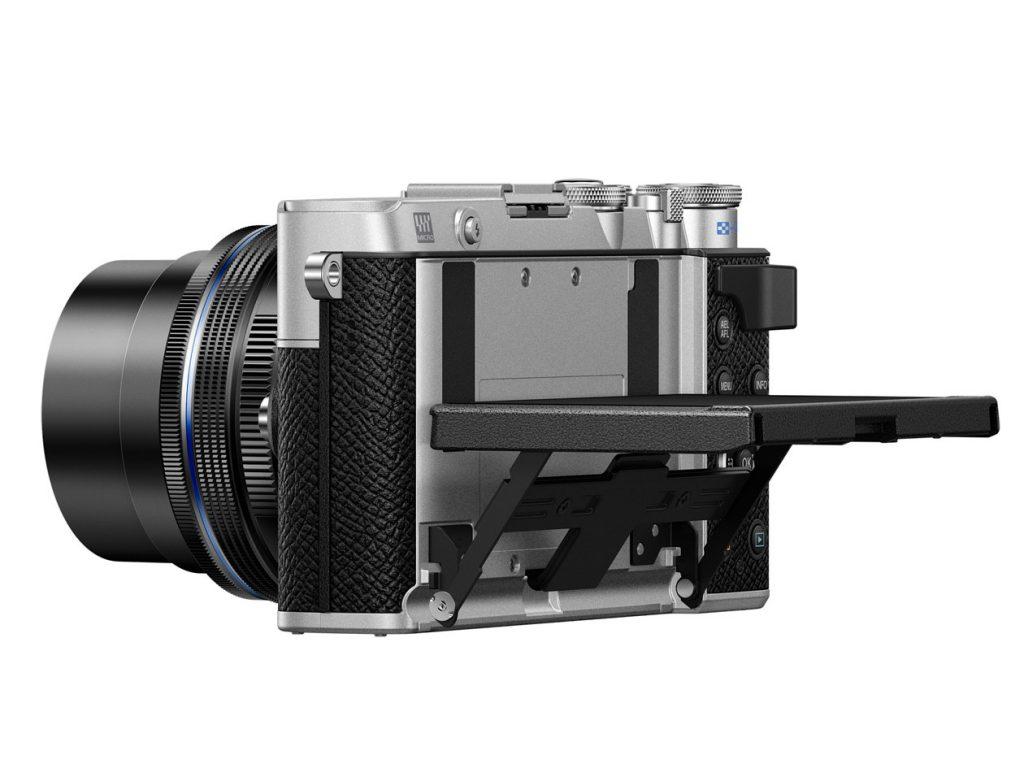 Olympus PEN E-P7 mit hochgeklapptem Display